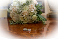 Wedding rings photo with flowers